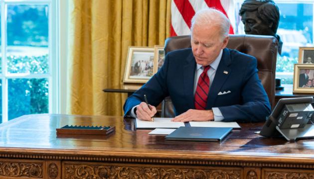 Biden extends sanctions against Russia over Ukraine