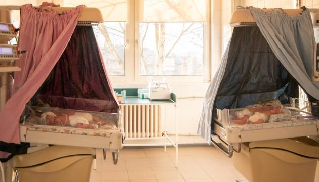 В Ужгороді виписали з лікарні четвірню, яка  народилася на Різдво