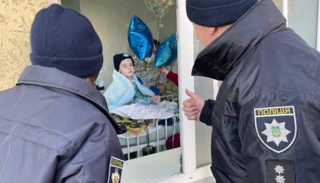 Покращився стан хлопчика з невиліковною хворобою, якого посвятили у патрульні в Чернівцях