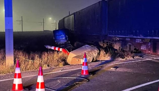 У Бельгії товарний поїзд протаранив вантажівку, водій-українець загинув