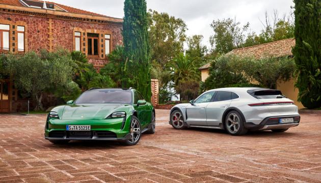 Porsche представив спортивний електрокар у чотирьох моделях