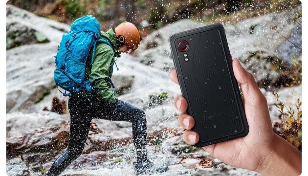 Не боится высоты и глубины: Samsung представил «бронированный» смартфон