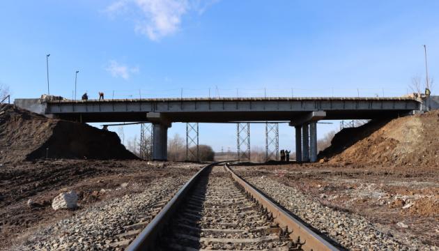 На Донеччині відновлюють шляхопровід між Бахмутом та Світлодарськом