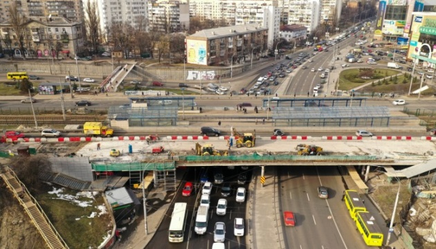 Кличко показал, как ремонтируют Индустриальный мост