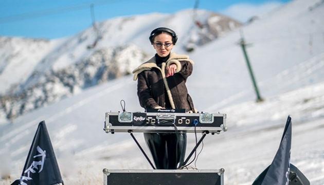 Українська діджей Katy Rise зняла кліп у турецьких горах