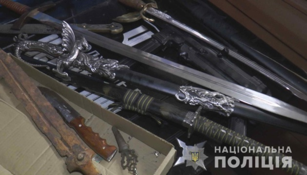 Полиция искала наркотики в сумском кафе, а нашла оружие