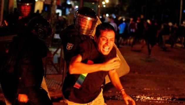 Коронавірусні протести у Парагваї переросли в сутички з поліцією