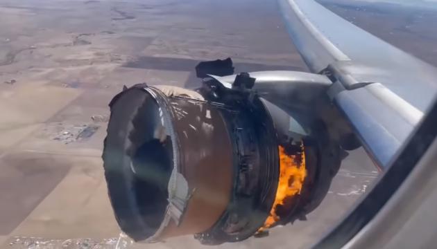 У двигуні літака Boeing, який екстрено сів у Колорадо, виявили множинні тріщини