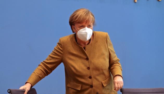 Меркель закликає зберегти патенти на COVID- вакцини