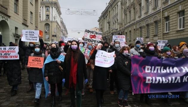 У Харкові відбувся «Марш жіночої солідарності» на підтримку медиків та волонтерок