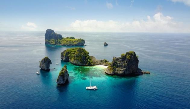 У Таїланді дозволили туристам проводити карантин у морі