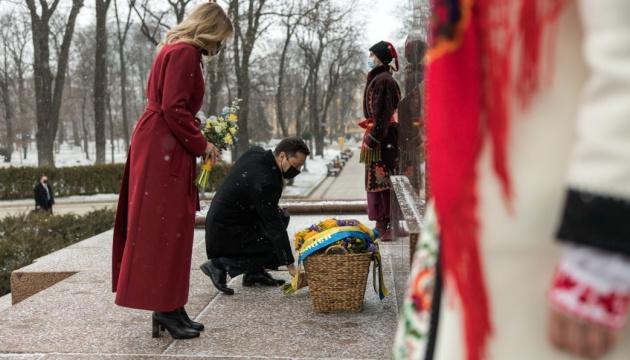 Президентське подружжя вшанувало пам'ять Тараса Шевченка