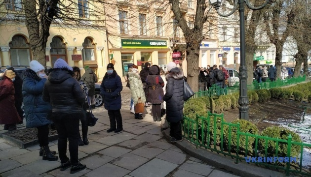 Предприниматели Калиновского рынка пикетируют мэрию Черновцов