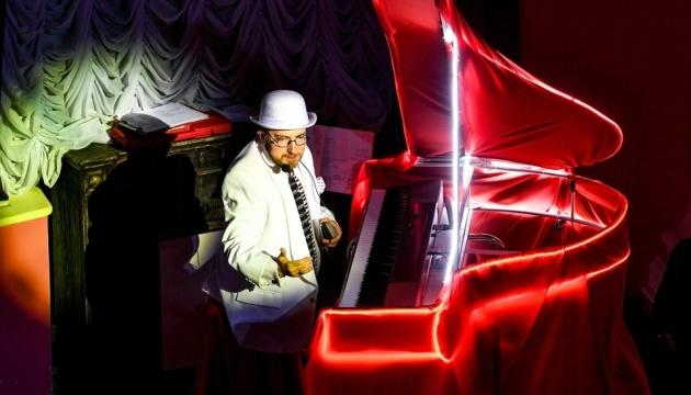 Піаніст-віртуоз зіграв у 100-річному запорізькому музеї джазовий концерт