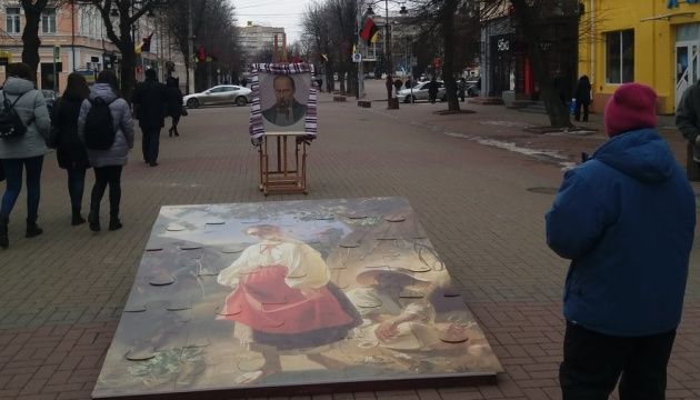 У Хмельницькому просто неба влаштували виставку «Ай-стопер: Тарас Шевченко»