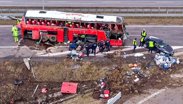 У лікарнях Польщі залишаються 18 потерпілих у ДТП з українським автобусом