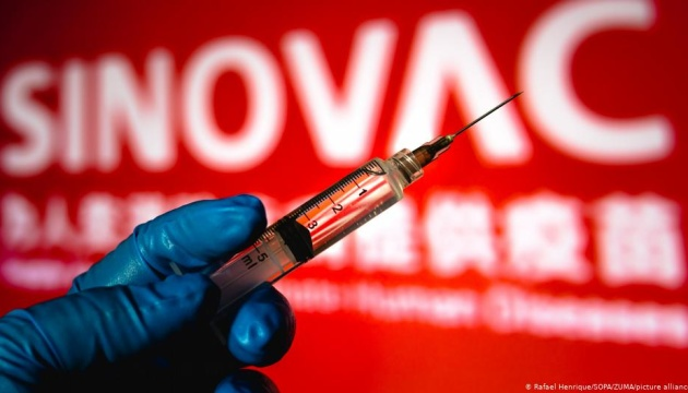 В Україну прибула перша партія вакцини CoronaVac