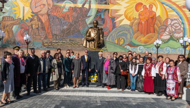 В Узбекистані Шевченка вшанували українська та кримськотатарська діаспори