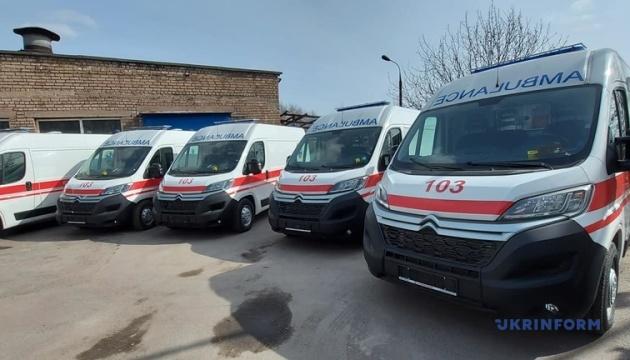 «Полный фарш» вместо стареньких Газелей: медики Запорожья получили 14 новых «скорых»