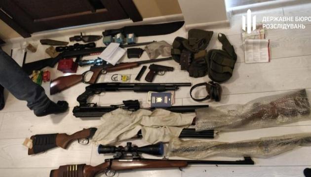 Выдача незаконных разрешений на оружие: пяти лицам сообщили о подозрении
