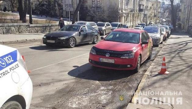 У Києві затримали водія, який під час конфлікту на дорозі вдарив чоловіка ножем і втік