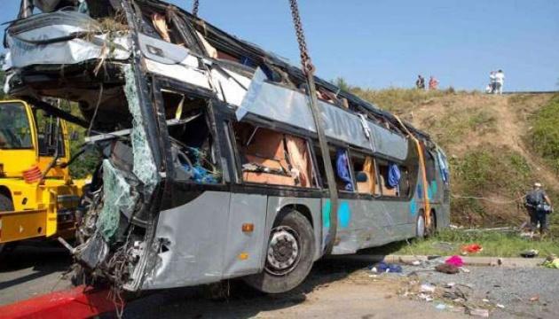 Автобус упал в овраг в Индонезии: почти три десятка погибших