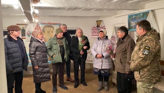 Чернігівський кобзар-лірник дав концерти для жителів і захисників Донеччини
