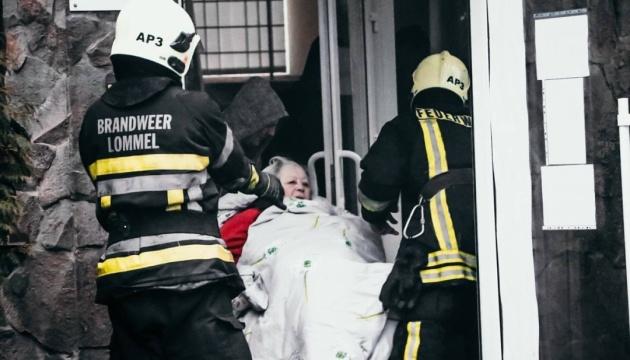 У Києві горить будинок для літніх людей, 80 осіб евакуювали