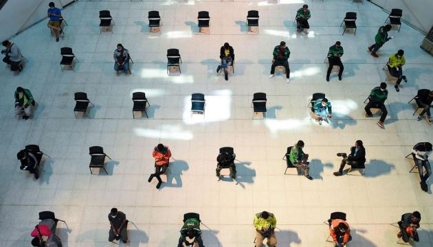 Медики США вивчають можливість скорочення соціальної дистанції до 1 метра