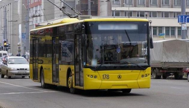 У «червоних» Франківську, Житомирі та Чернівцях запустили тролейбуси