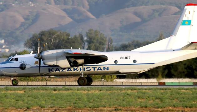 У Казахстані впав військовий літак, є жертви
