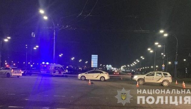Пьяное ДТП в Киеве: внедорожник въехал в авто на светофоре, двое погибших