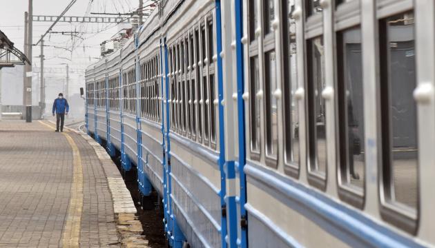В електричках Київ-Ніжин на третину збільшили кількість місць