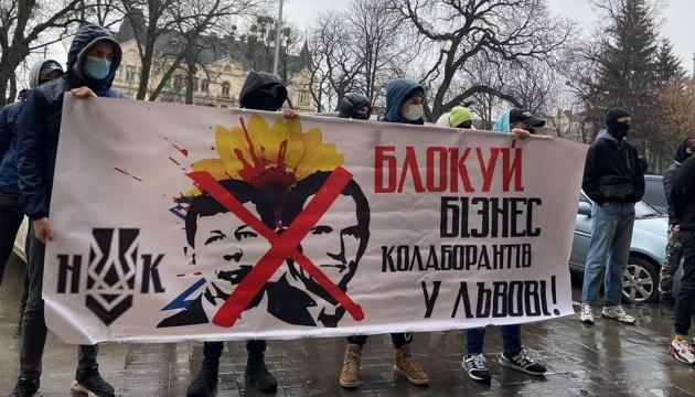 Під Львівською ОДА вимагають заборонити бізнес Медведчука та Козака