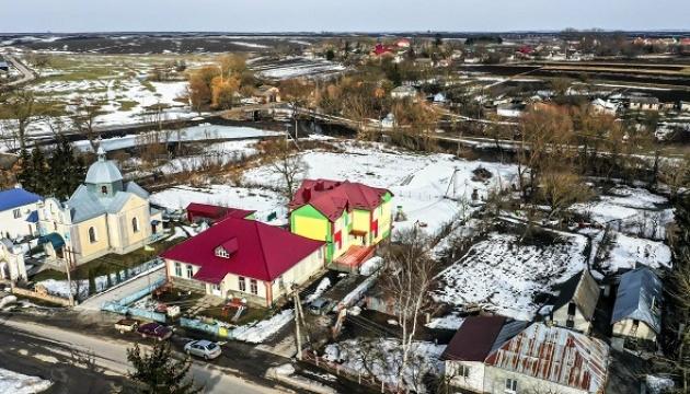 На Тернопільщині закінчили зводити дитсадок-довгобуд