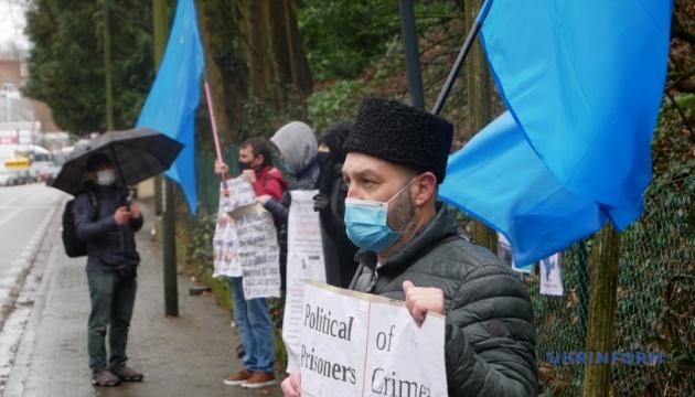 Припинити репресії у Криму: активісти пікетували посольство РФ у Брюсселі