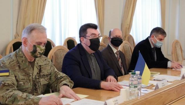Danílov trata con representantes de la OSCE la situación en Transnistria y Belarús