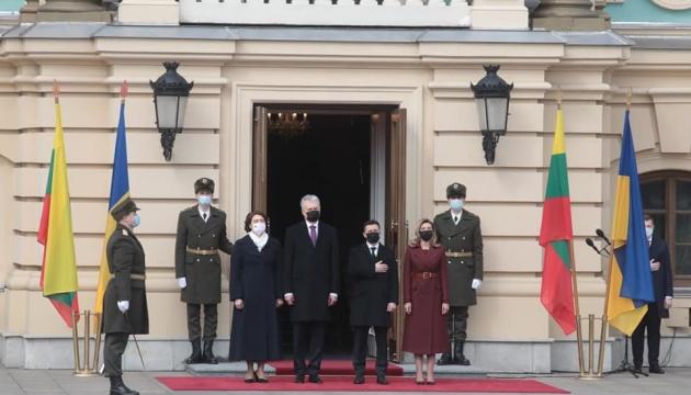 Zelensky se reúne con el presidente de Lituania en el Palacio Mariinski