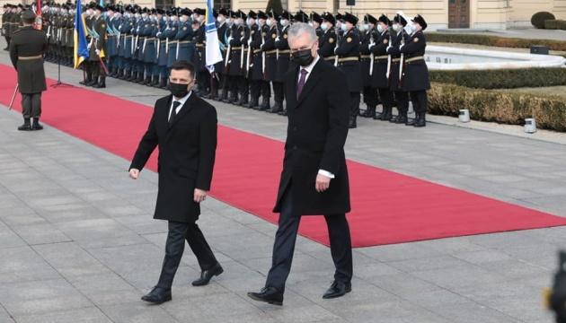 Зеленський зустрівся з президентом Литви в Маріїнському палаці