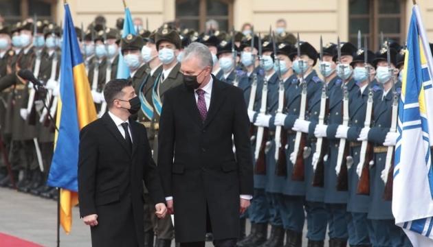 Санкції проти «каналів Медведчука»: Зеленський каже, що доведе цю стратегію до кінця