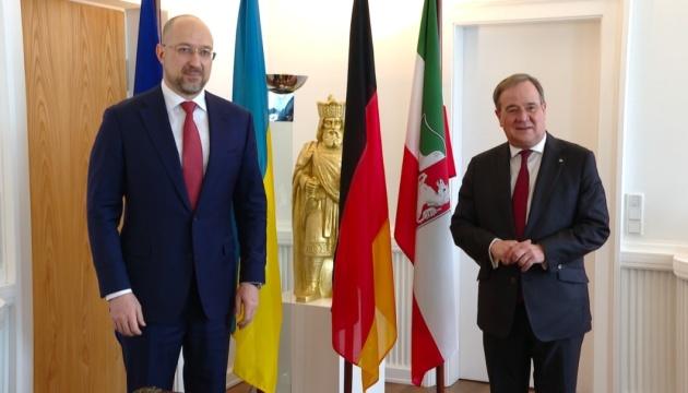 Шмигаль у Німеччині проводить зустріч із новим головою ХДС