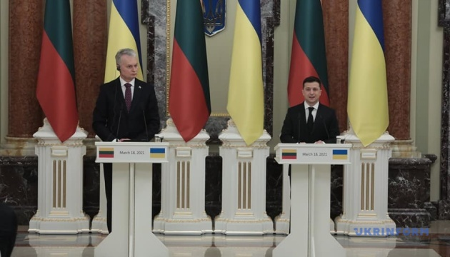 Lithuanian president urges to strengthen sanctions against Russia