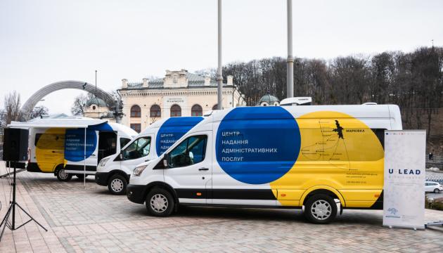 Представники Євросоюзу та Уряду України передали ключі від чотирьох мобільних ЦНАПів очільникам громад