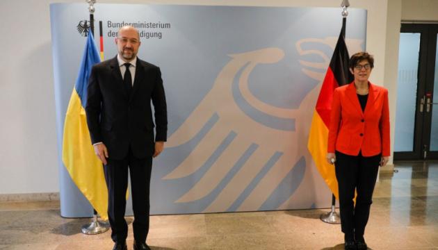 Shmygal propone a Alemania intercambiar experiencias en ciberseguridad