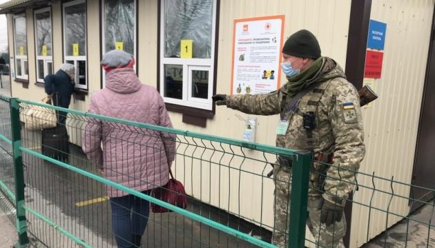 З семи КПВВ «перехід» працює лише у «Станиці Луганській» – ДПСУ