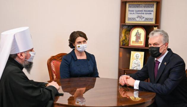 Gitanas Nausėda et son épouse ont rencontré Epiphane, le chef de l'Église orthodoxe d'Ukraine