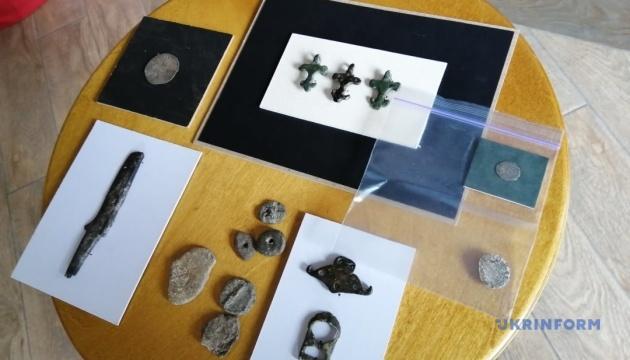 Культурному центру  «Україна–Литва» передали артефакти XIV століття