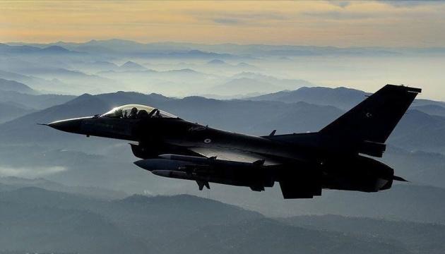 Туреччина завдала авіаудару по позиціях курдів у Сирії