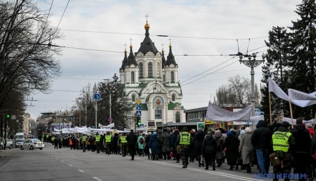 Несмотря на карантин: УПЦ МП вывела на улицы тысячи людей