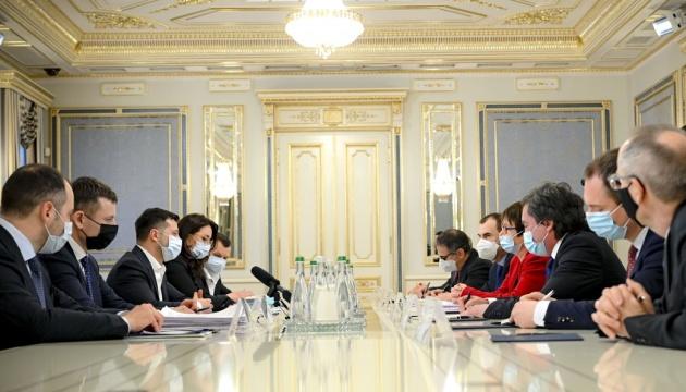 Зеленський - президенту ЄБРР: Україні потрібні інвестиції в інфраструктуру і сільське господарство